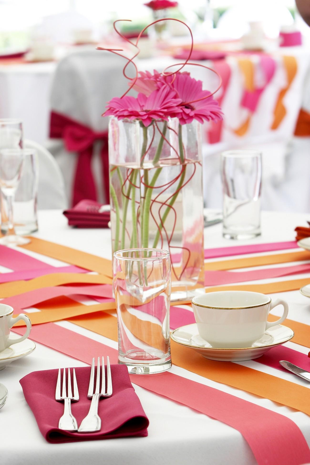 Růžovo-bílá svatební dekorace