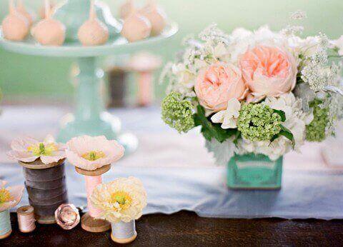 Růžovo-modrá svatební tabule