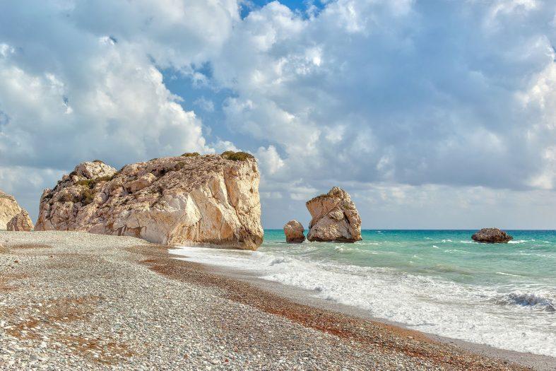 Při svatební cestě po Kypru navštivte zátoku Petra tou Romiou