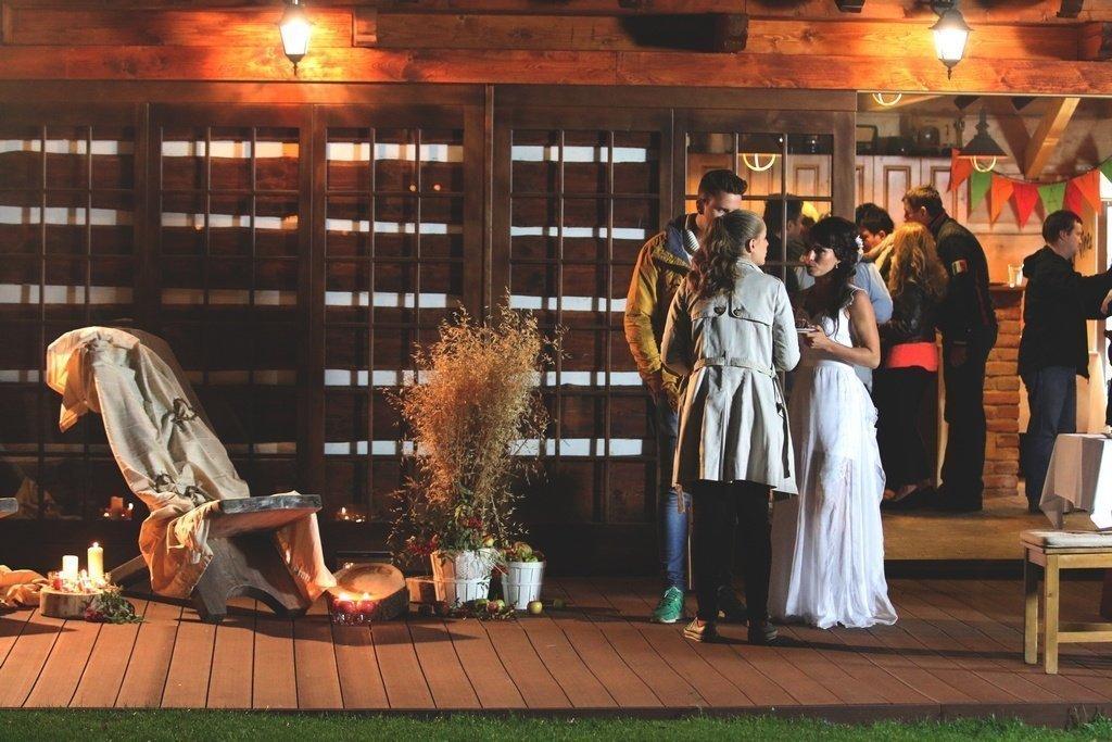 Svatební hostina v kolibě
