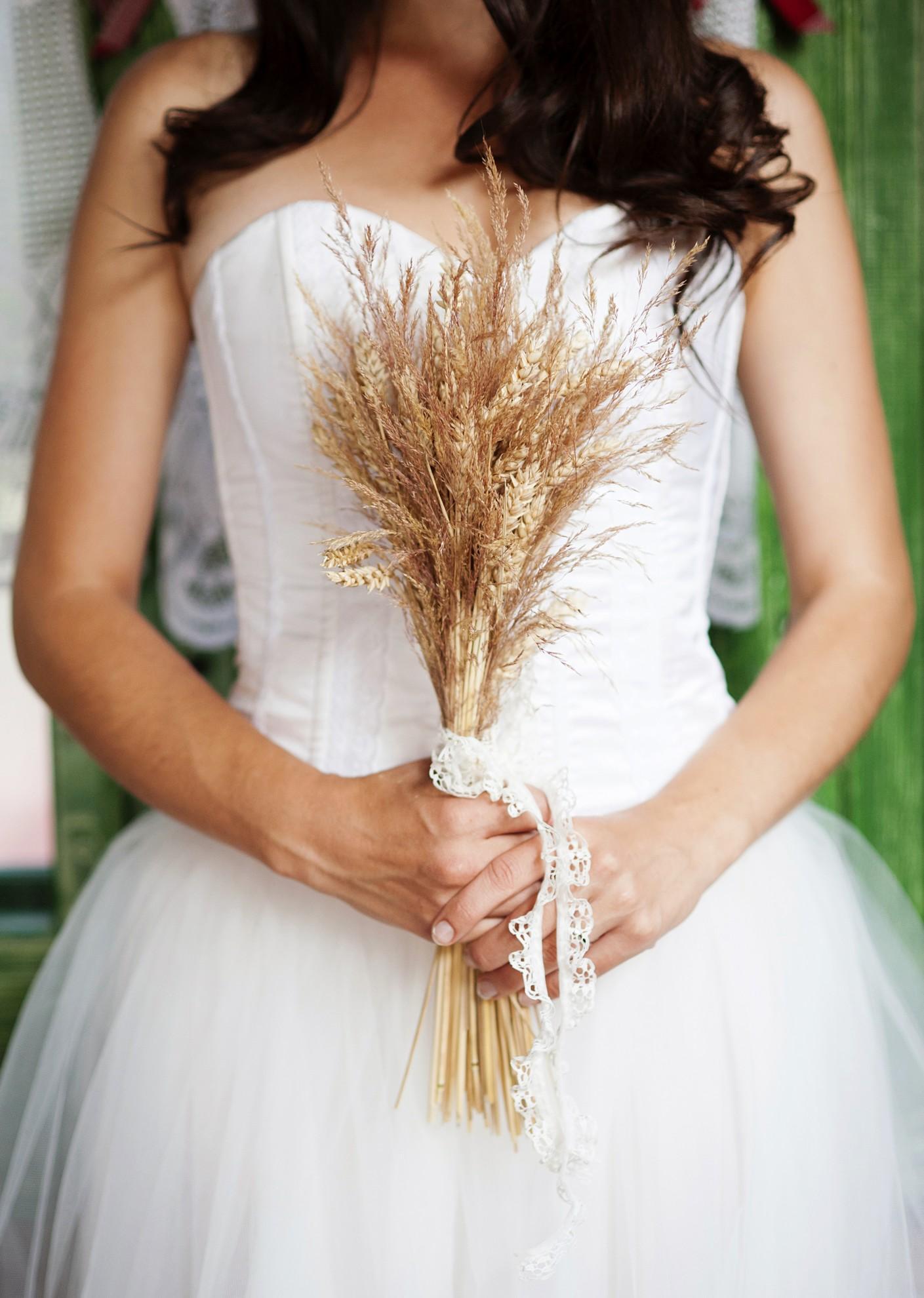 Svatební kytice z pšenice a sušených květin