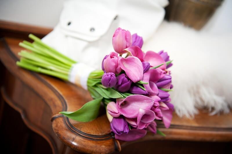 Svatební kytice z kal a tulipánů