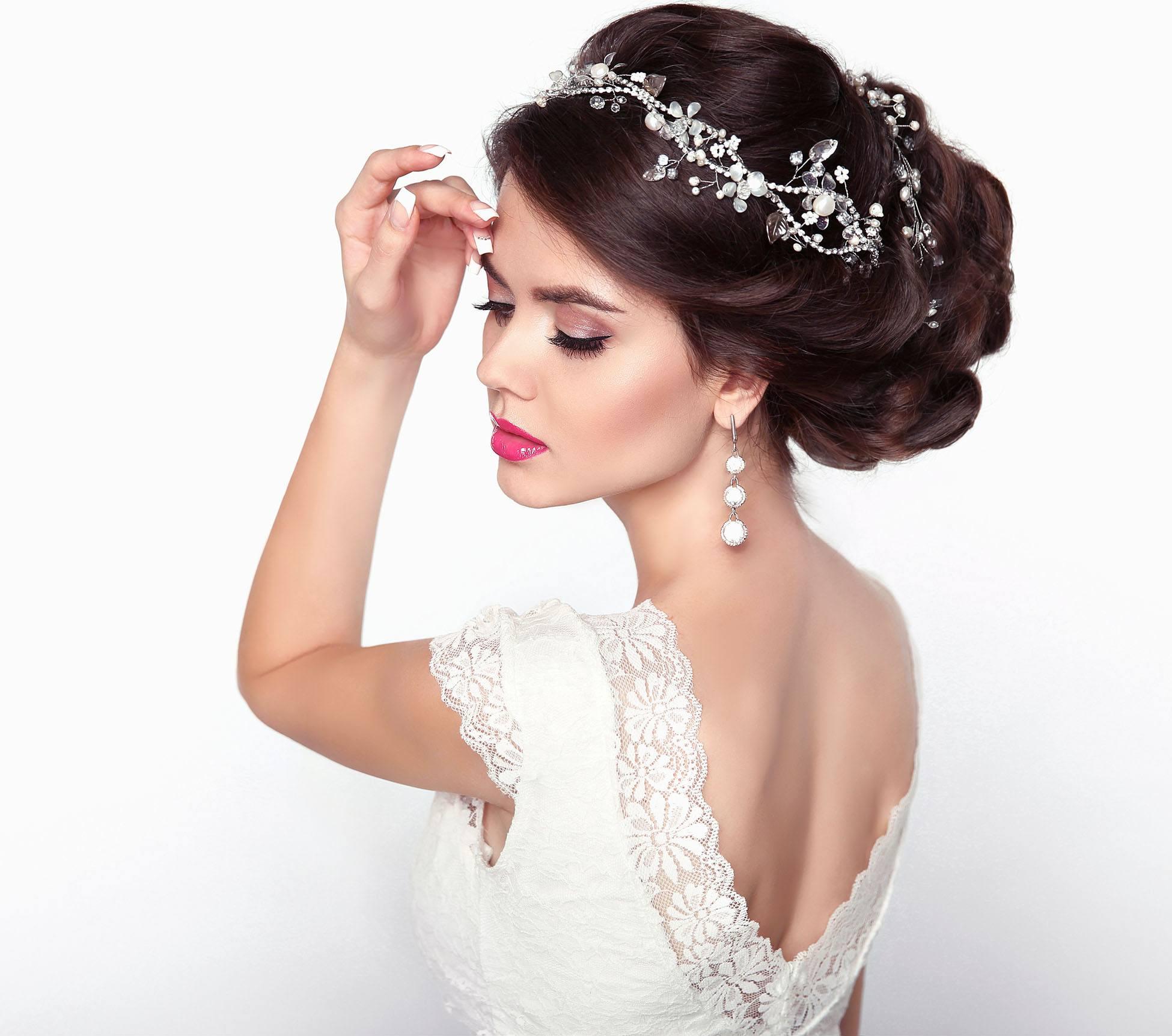 Svatební ozdoby do vlasů z bižuterie