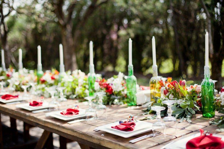 Dekorace svatební tabule pro venkovní svatbu