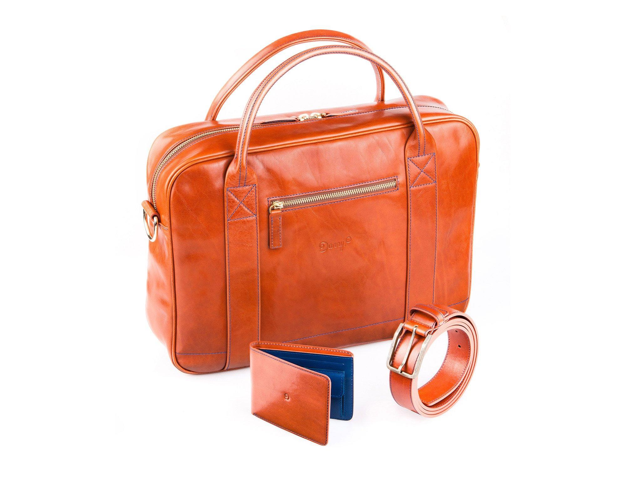 Světle hnědý set: pásek, taška, peněženka