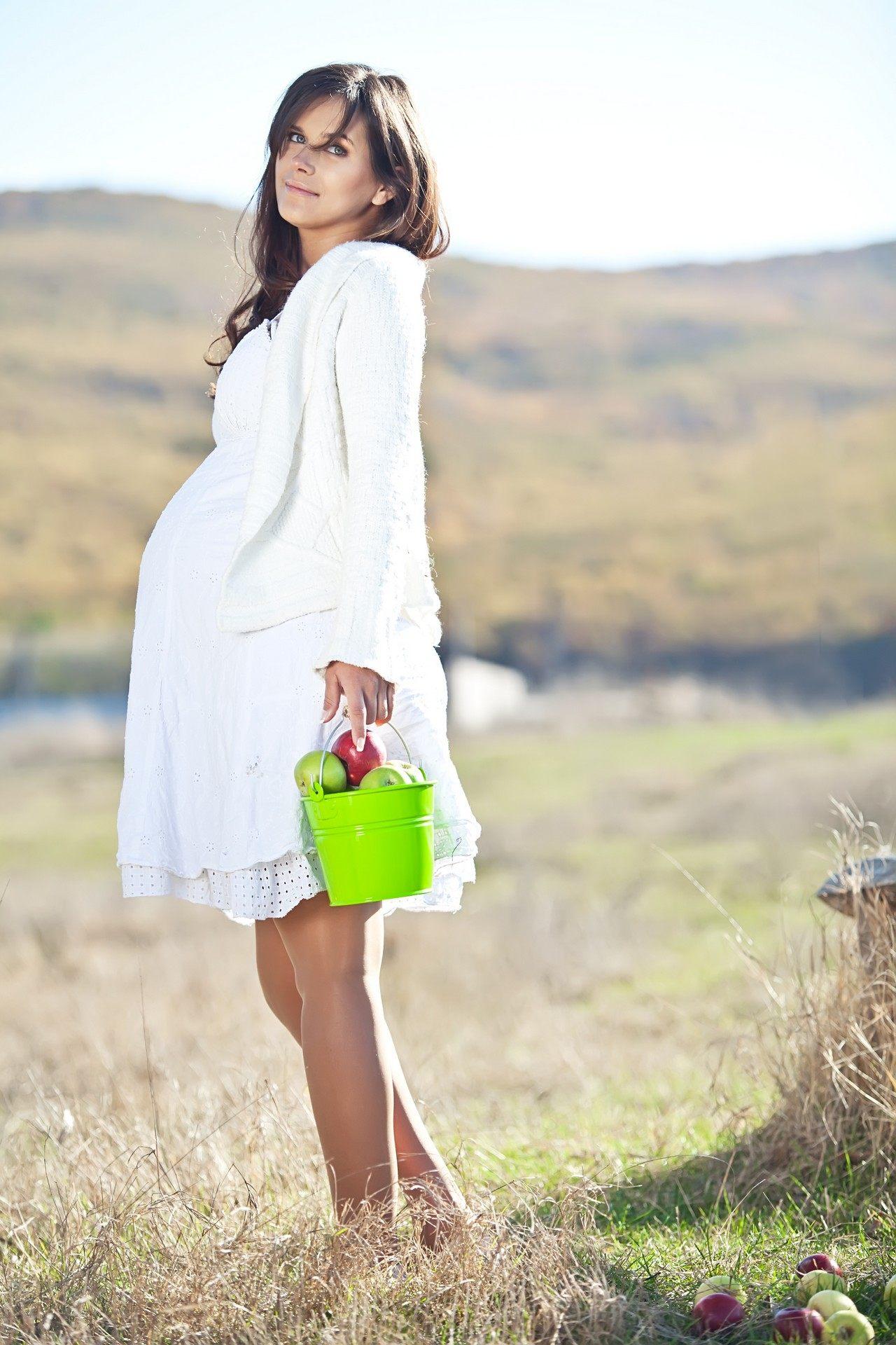Volné krajkové těhotenské šaty