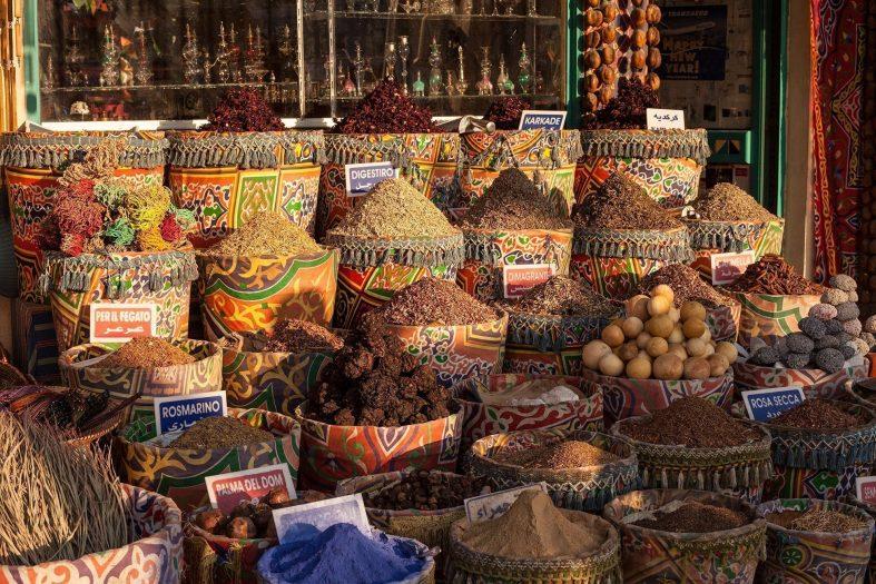 Na egyptském tržišti můžete pořídit kvalitní koření