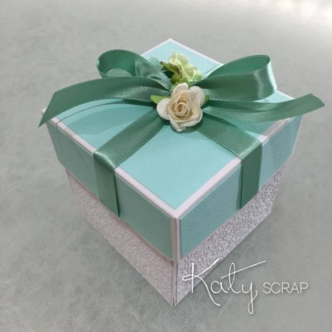 Tyrkysovo-bílá dárková krabička