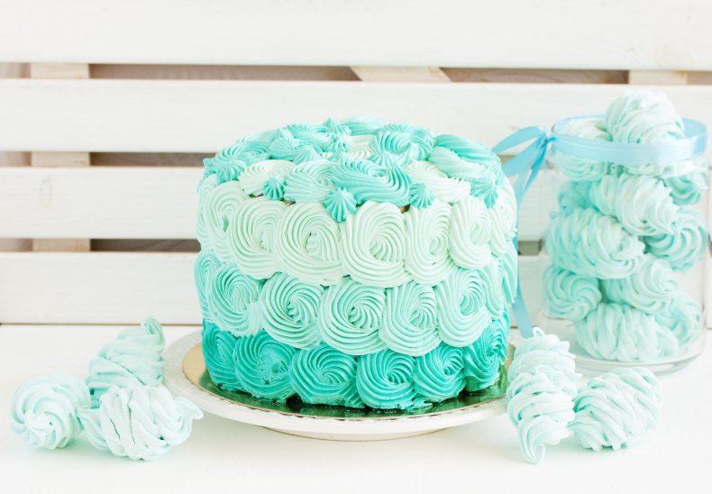 Tyrkysový jednopatrový svatební dort