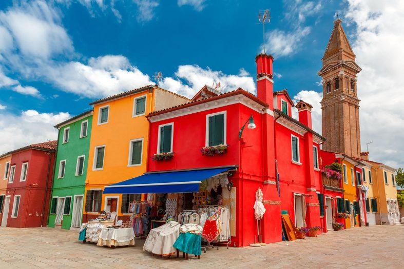 Barevné budovy na ostrově Burano, Benátky