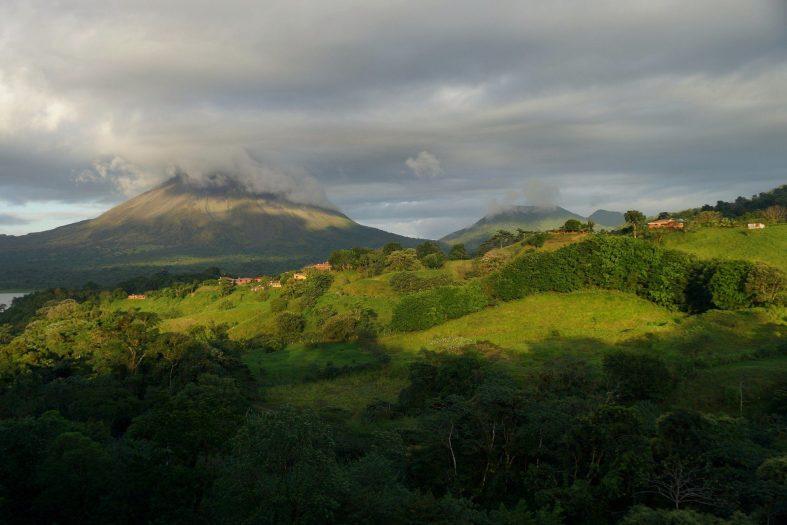 Pohled na vulkán Arenal ležící ve stejnojmenném parku
