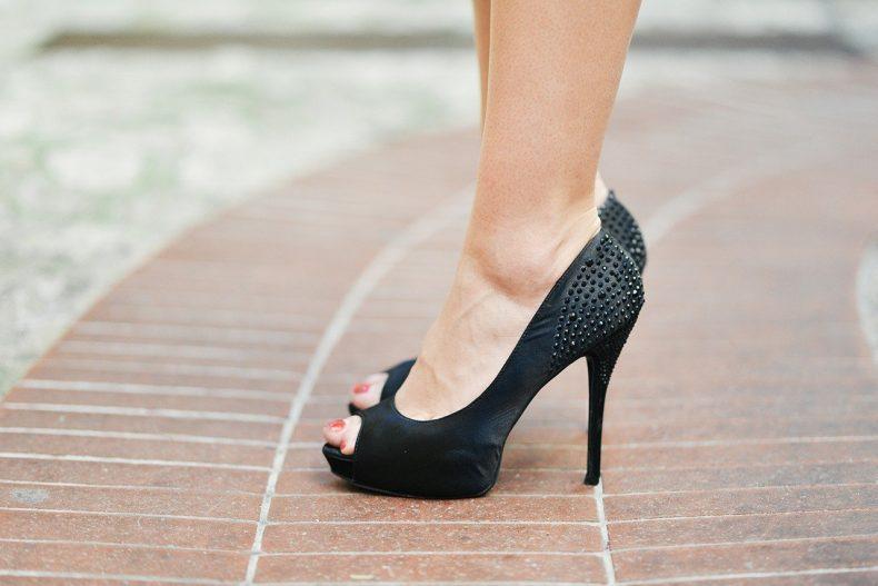 Vysoké černé boty na podpatku