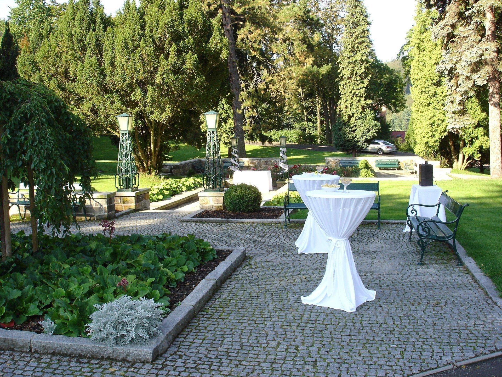 Zahrada u hotelu Imperial