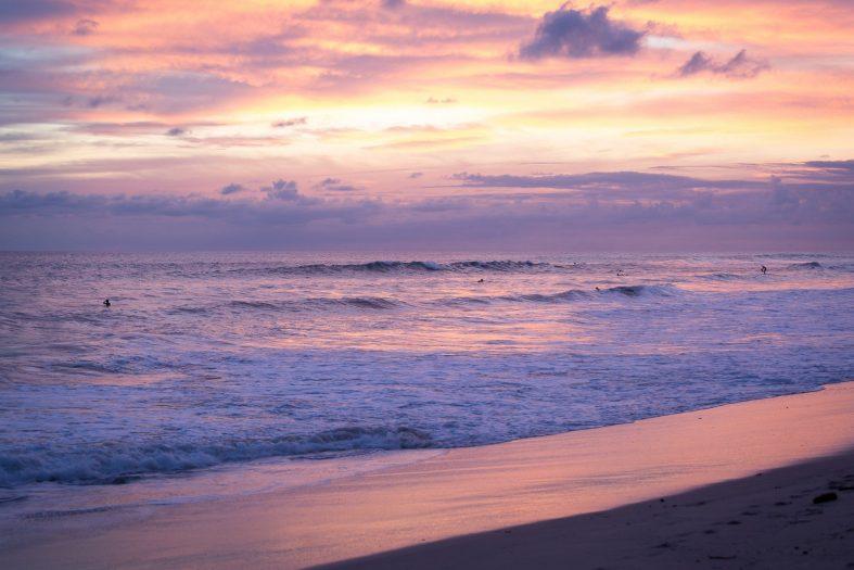 Západ slunce nad pláží Santa Teresa