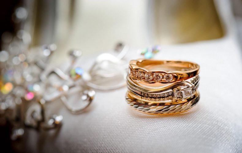Zlaté snubní prstýnky